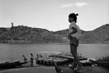 水边的孩子