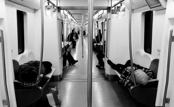 地铁早班车