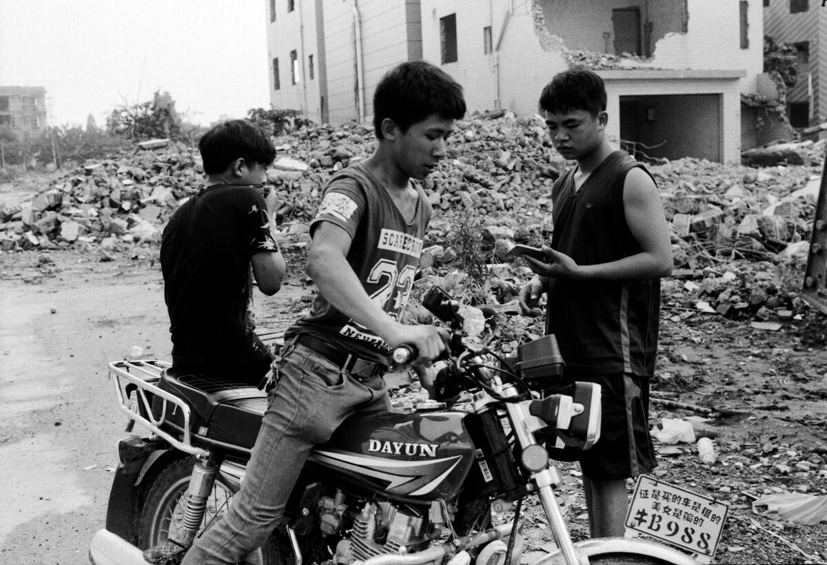 年轻的拆迁工程施工人员