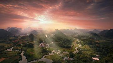 太阳在山那边落下