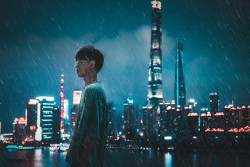 雨、夜、城