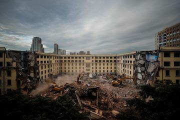 拆毁中的哈工大一公寓