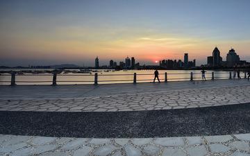 青岛的海滨落日