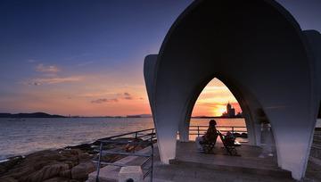 青岛傍晚的观海人