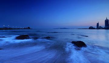 青岛傍晚的海浪