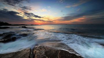 青岛的海上日出