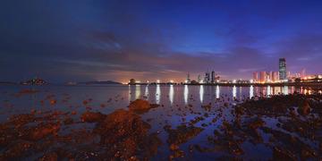青岛的前海湾夜色