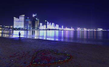 青岛的海湾夜色