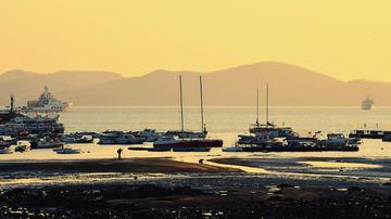 青岛黄昏的海边