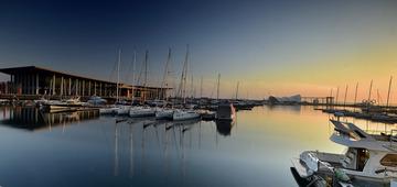 青岛夕阳中的港湾