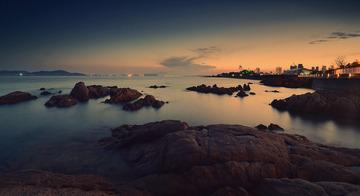 青岛傍晚的海边