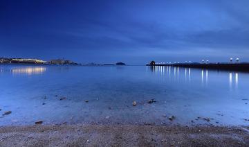 青岛华灯初上的海