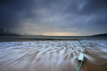 青岛清晨的海浪