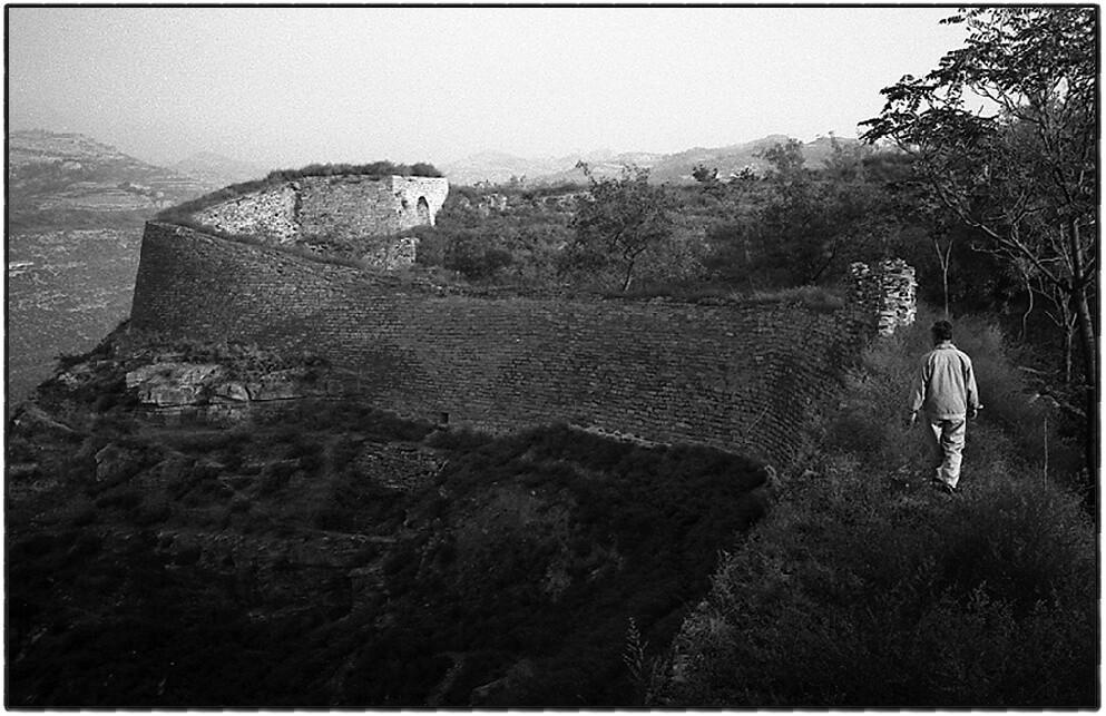 1、古城的城墙保存的基本完整。现有基本保存完整的城墙1204米,城墙均由城砖和石头包砌而成,东、南、北门保存完整,西门重建。.jpg_(001)