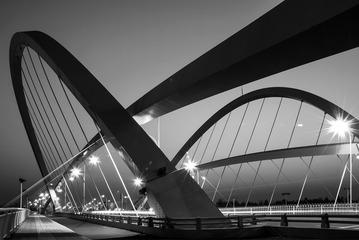 夜幕下的泥江湖桥