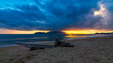 晨曦中的珍珠岛