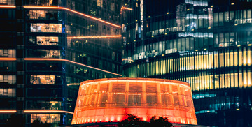 广州花城广场之夜,红帽子似的建筑