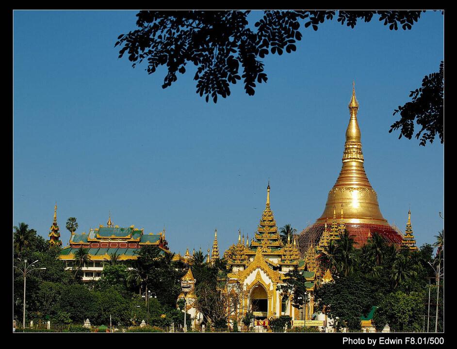 shwedagon pagoda<br /> 70 tuns gold and 70 carat Diamond  inside, amazing!