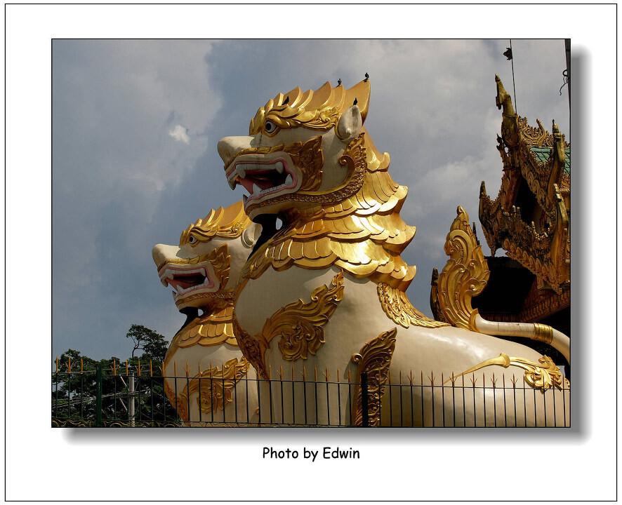 door of shwedagon pagoda<br /> golden lions