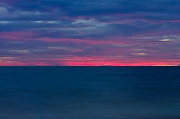 海天一线一抹红