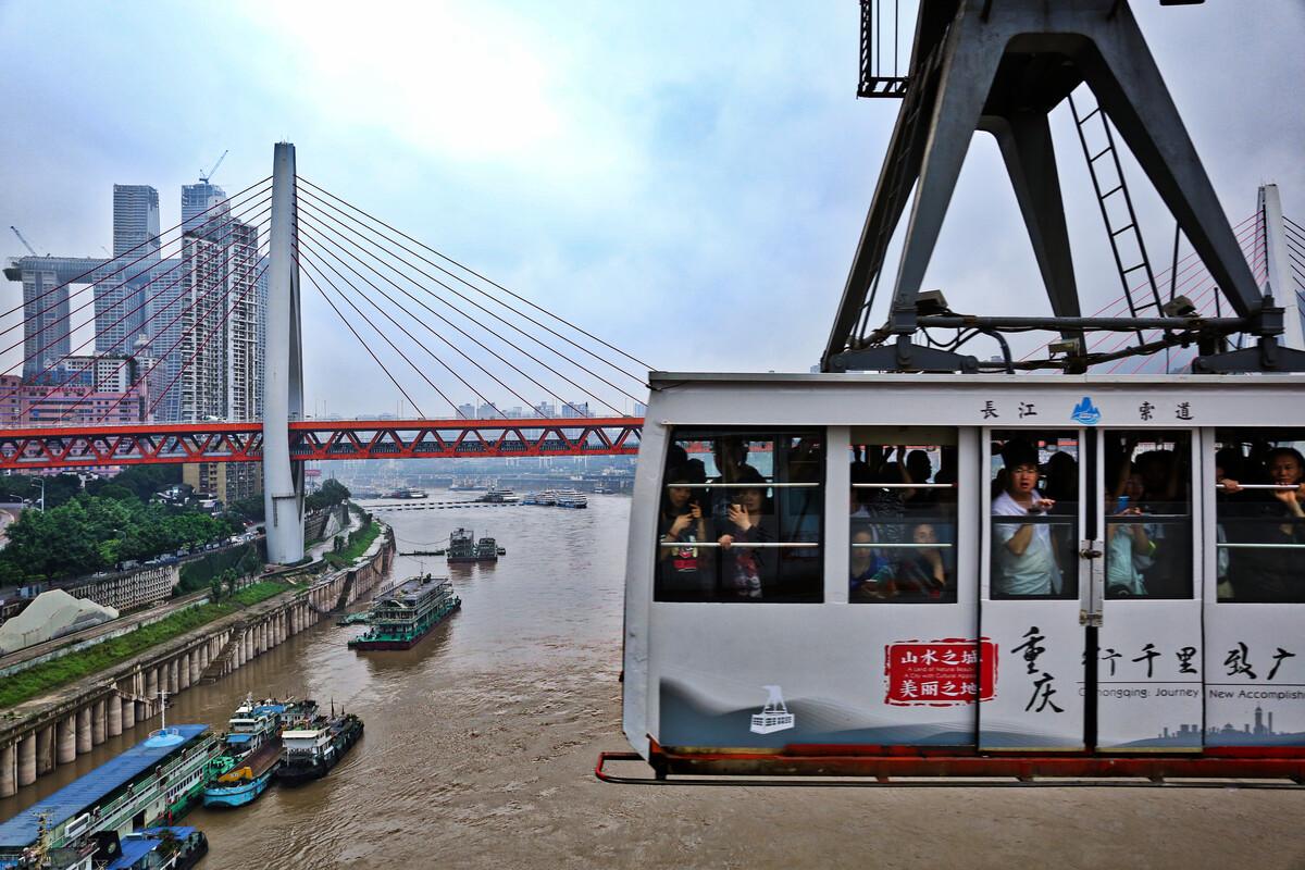 湘潭三大桥河西处发生车祸 大货车撞上电动车致1死1伤