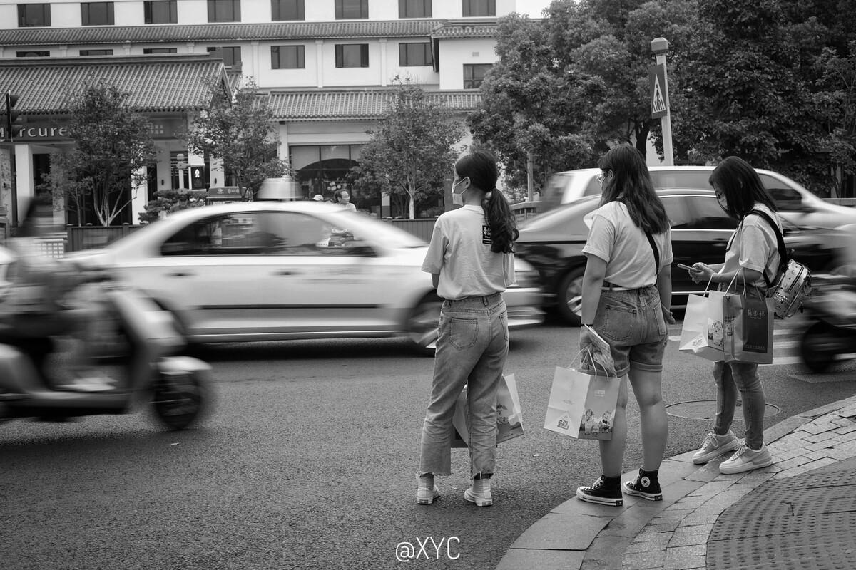 澳门太阳集团app-凌潇肃唐一菲在武汉送别医护人员,为英雄们画笑脸