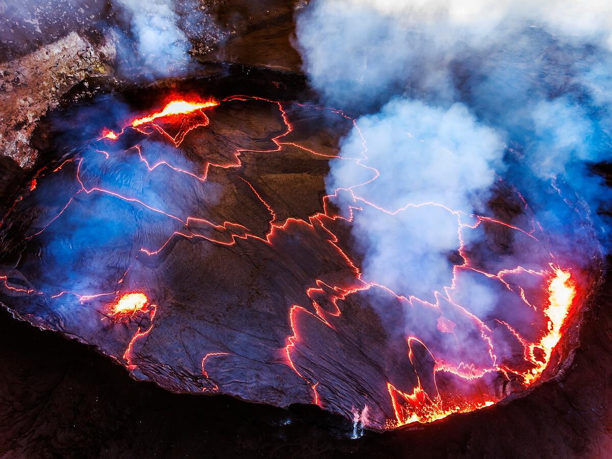 夏威夷大岛Kilauea火山口......