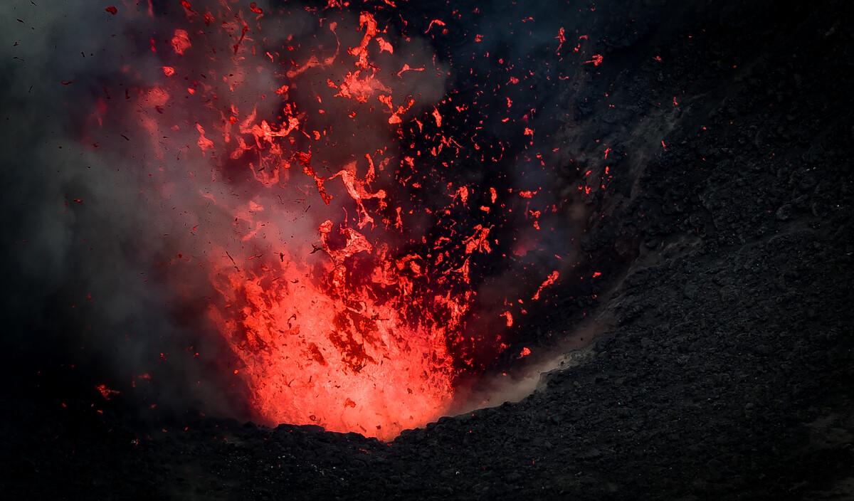 瓦努阿图塔纳岛亚速尔火山,火山喷发实拍...