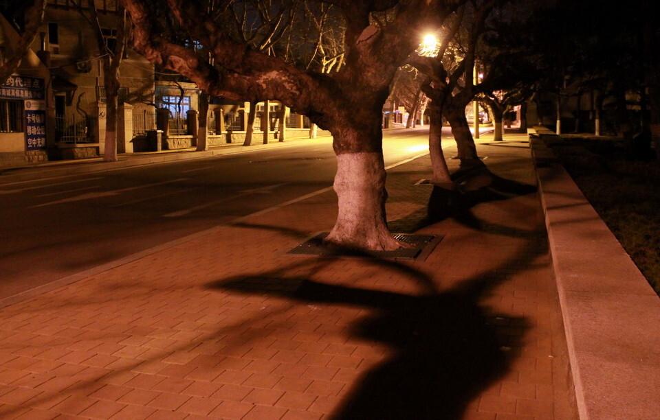 夜深了的大学路<br />