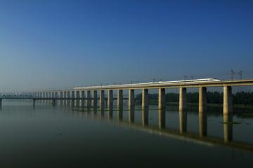 清晨武汉滠水特大桥