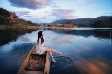泸沽湖上的小船