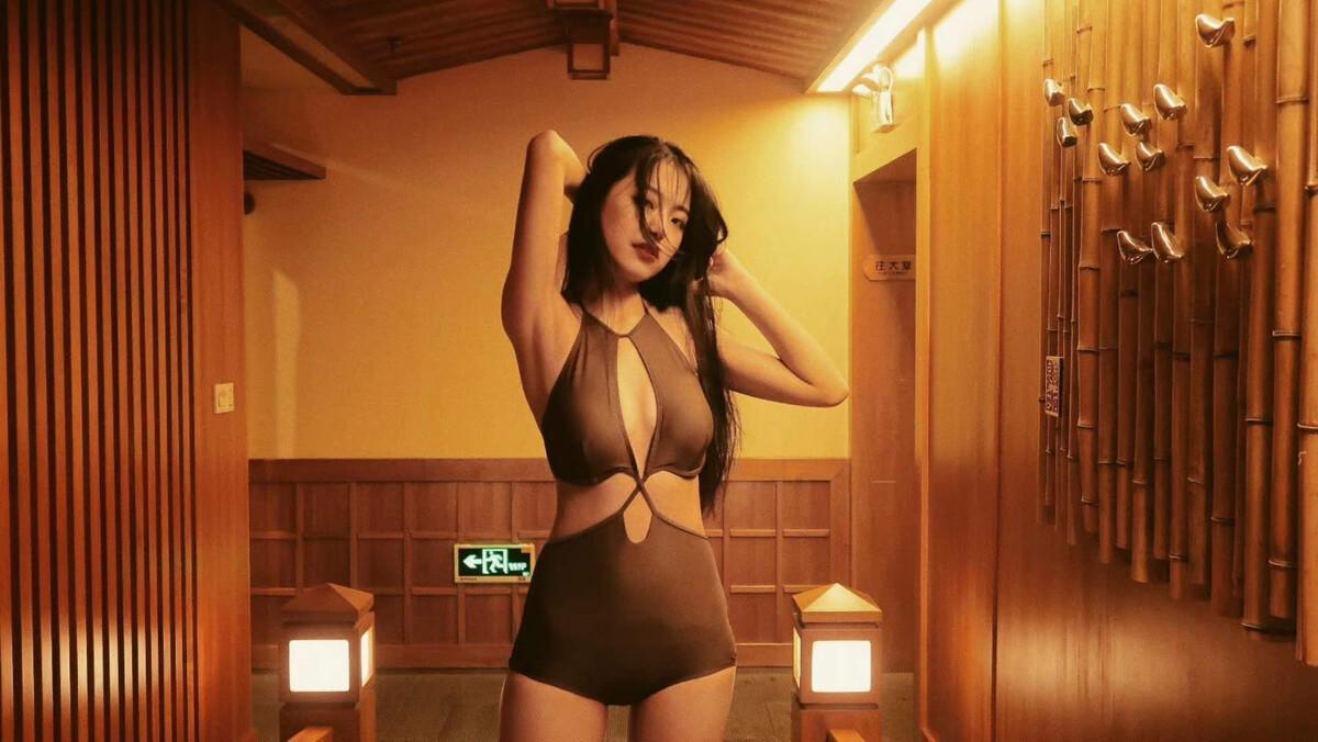 vip娱乐手机版-全智贤黑色卷发造型图片示范迷人女生卷发如何打理