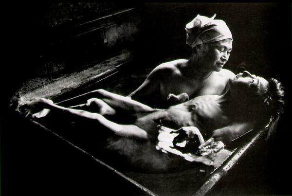 尤金•斯密斯的代表作《智子与母亲》<br />