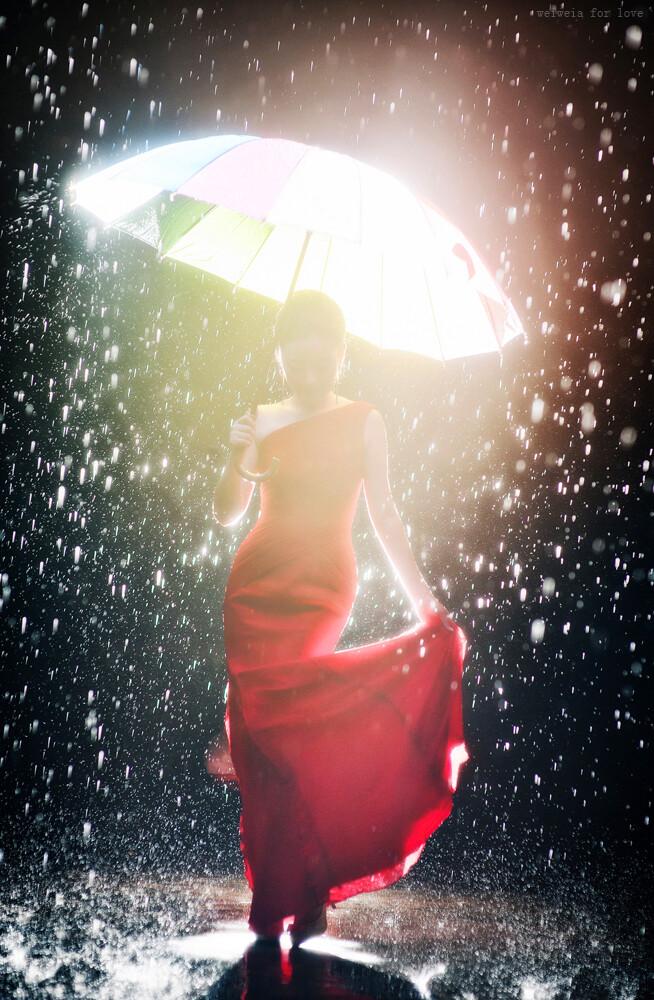 女神<br /> 昨日,大雨,彩虹伞不仅可以挡雨,也给了我灵感