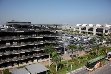 巨大的机场停车场