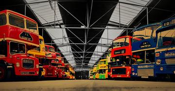 《英国双层巴士车库》