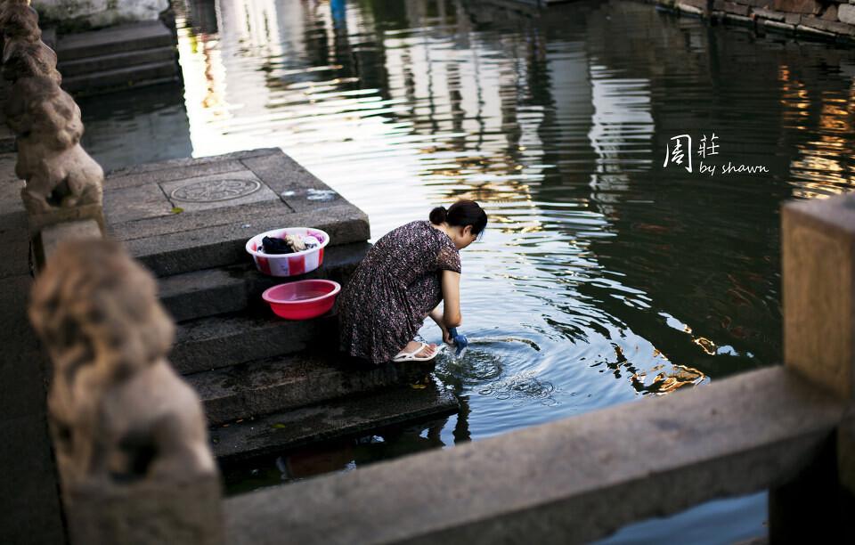 河边洗衣<br />