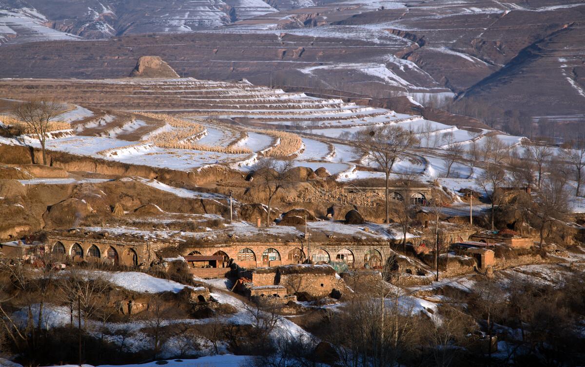 长城脚下<br /> 内蒙与山西的交接地 明长城脚下的山村-口子上村