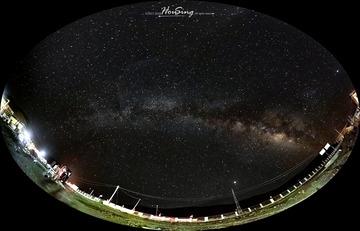 学校操场上的银河
