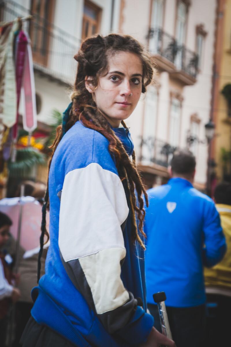 她的眼神明媚而又充满神秘感,禁不住让我想到吉普赛传统的大篷车和四处流浪的生活。<br /> @València