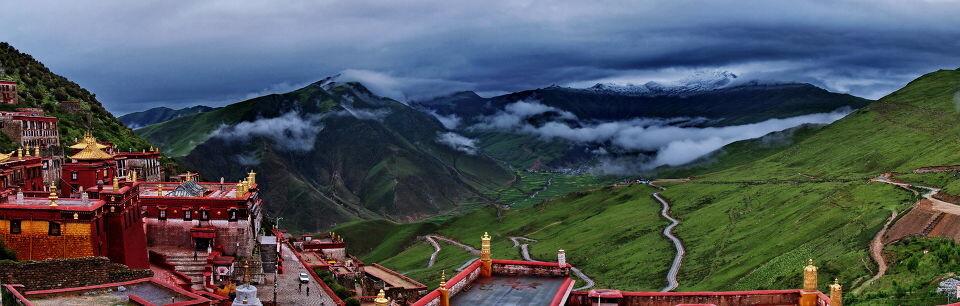 甘丹寺远眺<br /> 西藏和平解放60年纪念