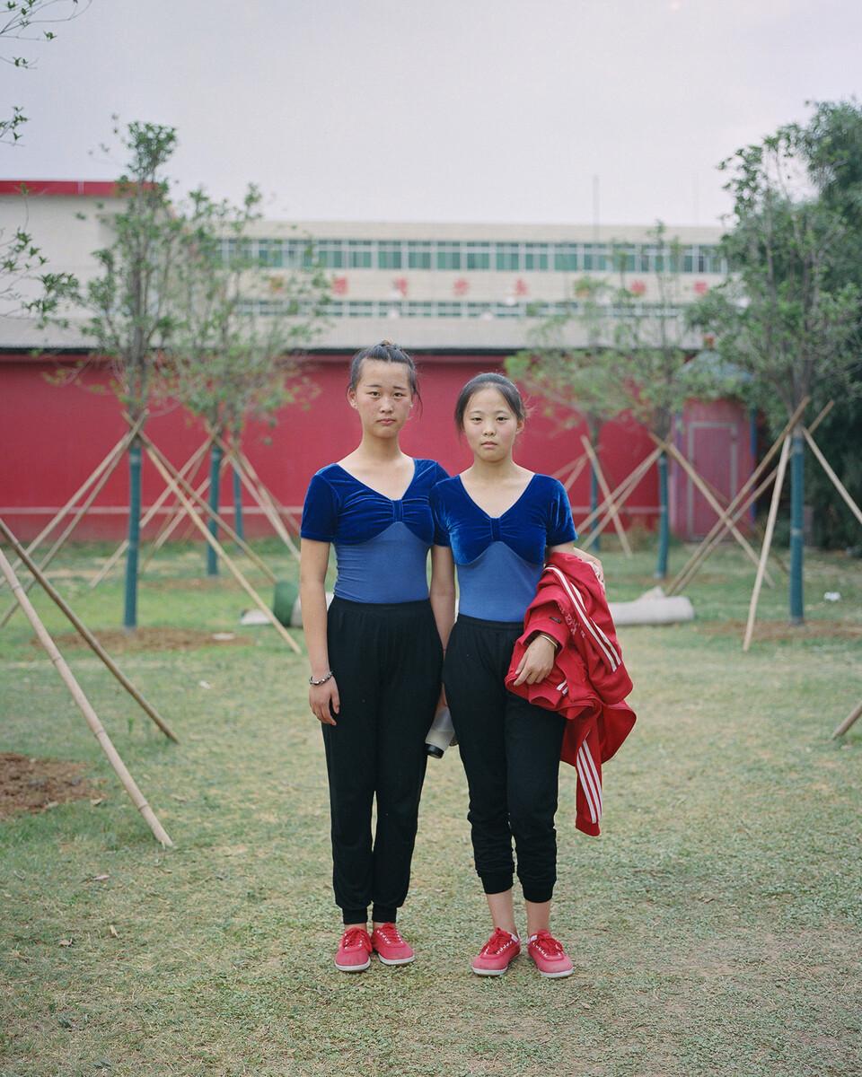 8. 2018年6月8日,南街村,穿舞蹈服的学生。