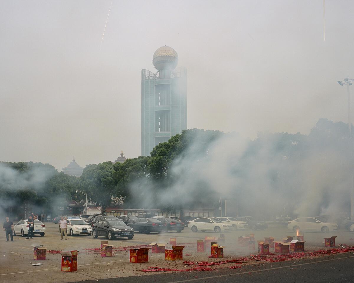 15. 2018年5月18日,华西村,龙凤广场前的烟花。