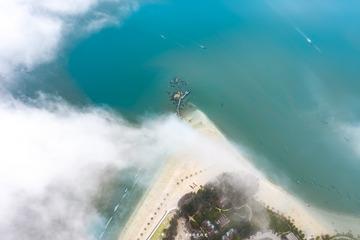 云端里的海岸线