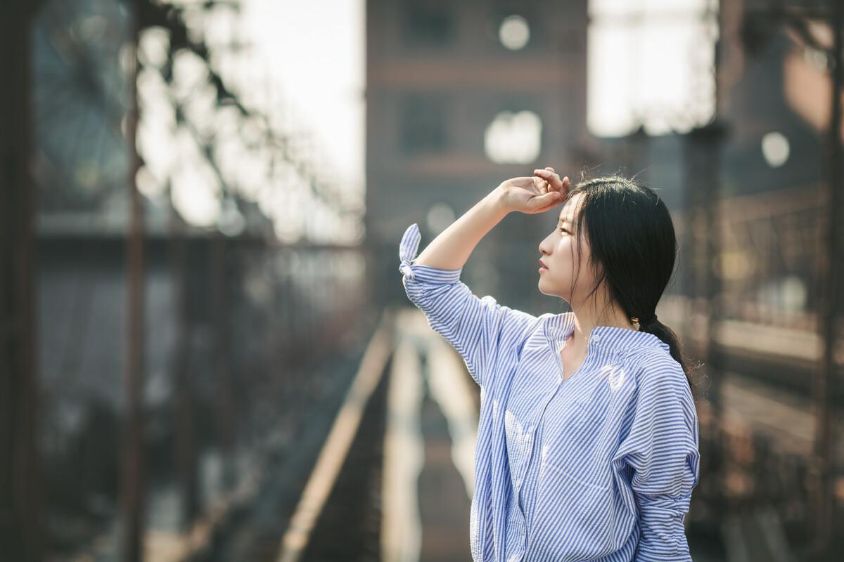 """奔驰宝马注册送55元-吴佩慈产后两周秀美腿 抱新生宝宝晒""""五人""""全家福"""