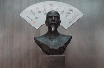 曹雪芹铜像