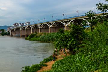 博罗大桥下钓鱼