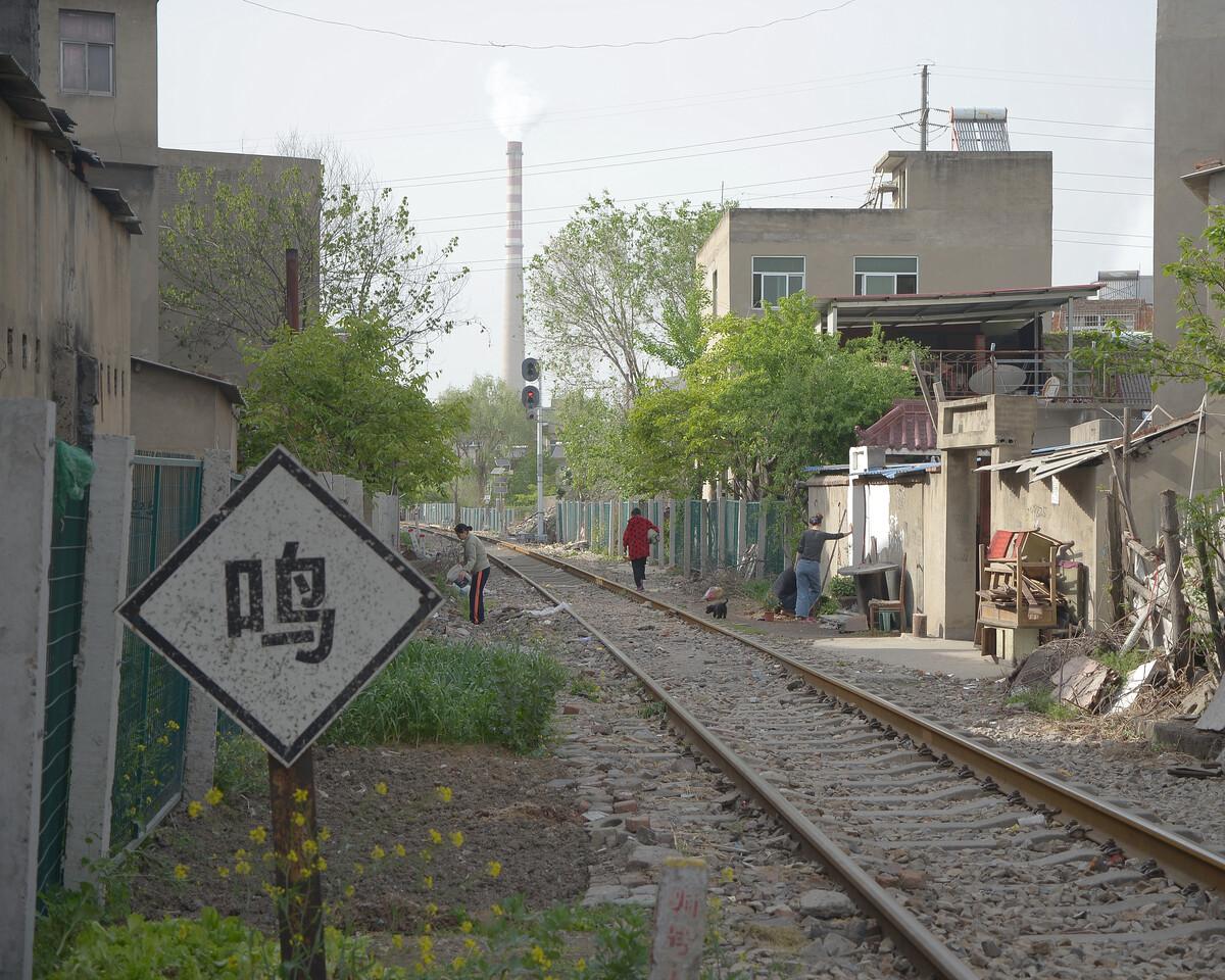 2018年4月 安徽淮南 临屋而过的铁路