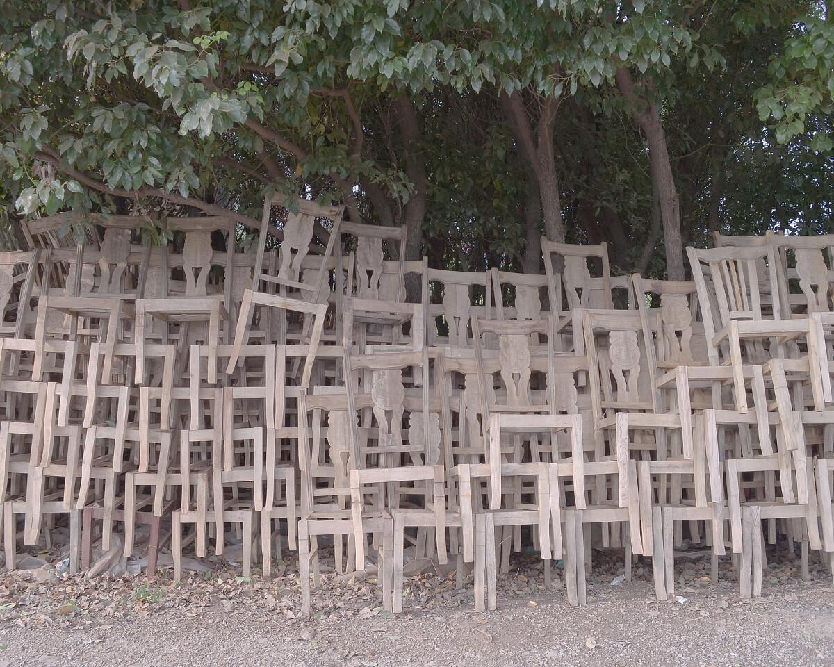 2014年7月 江苏吴江 等待上漆的椅子
