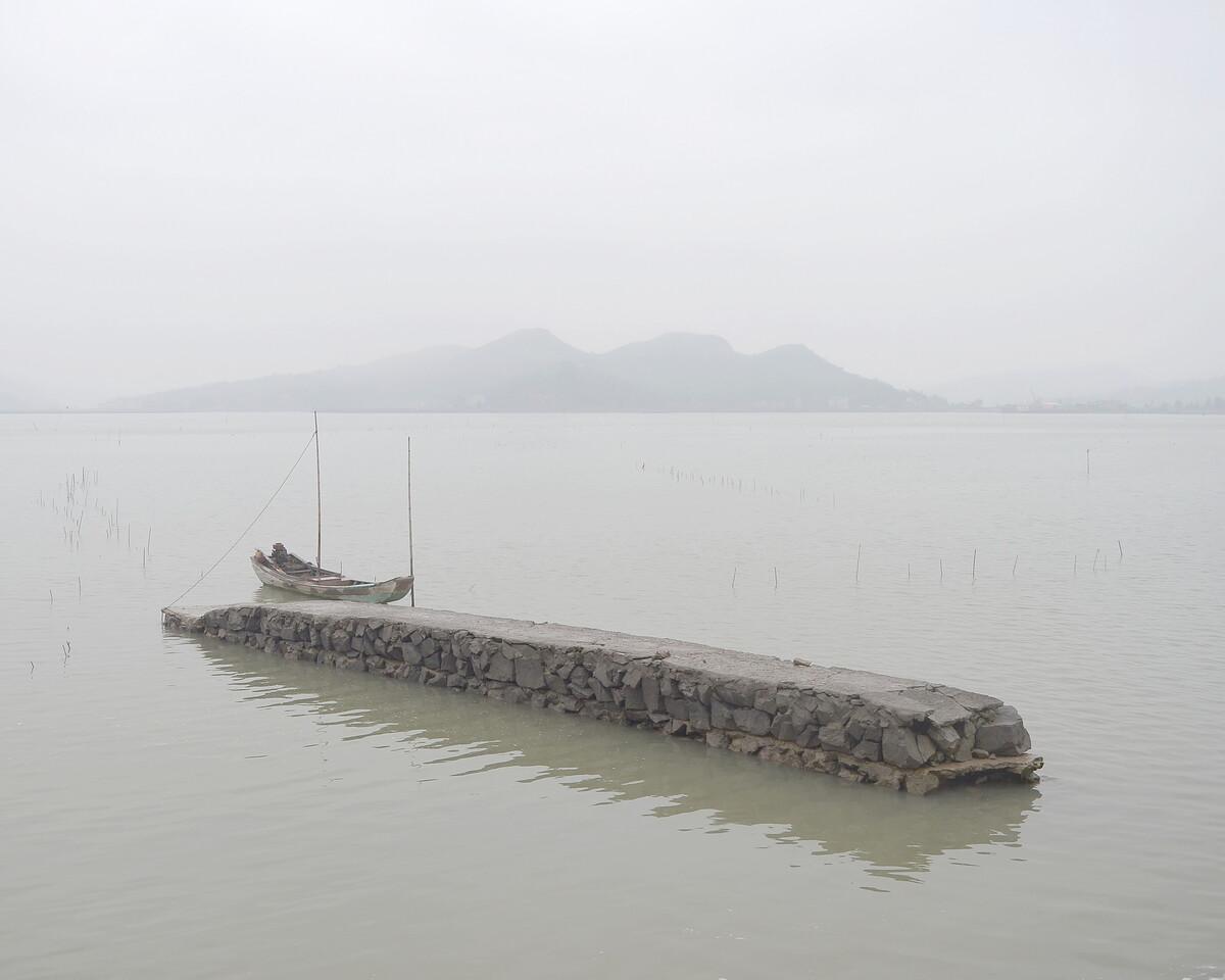 2015年3月 福建宁德 栓在海里的小船